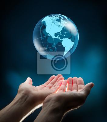 blaue Welt in den Händen
