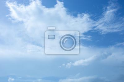 Bild blauem Himmel und Wolken