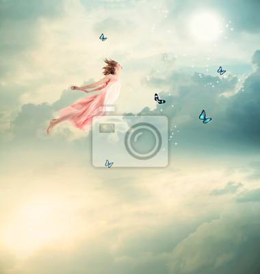 Blondes Mädchen fliegen mit Schmetterlingen