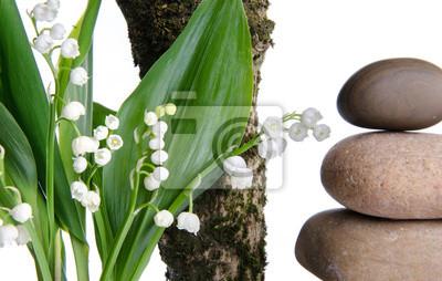 Bild Blumenstrauß aus Lilien in der Nähe von einem Ast und Kieselsteinen