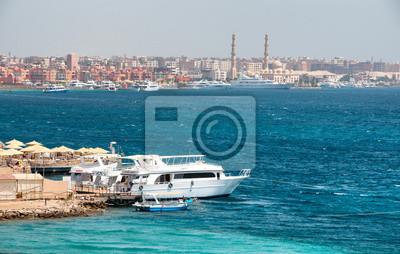 Bild Boats Docked on Coastline of Hurghada