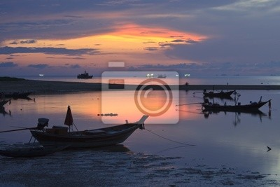 Boote bei Sonnenuntergang.