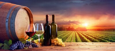 Bild Bottles And Wineglasses With Grapes And Barrel In Rural Scene