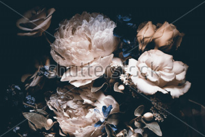Bild bouquet of pink peonies, dark background,