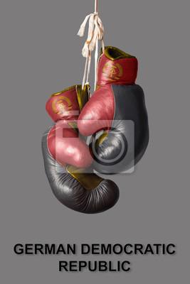 Boxhandschuhe in der Farbe der DDR