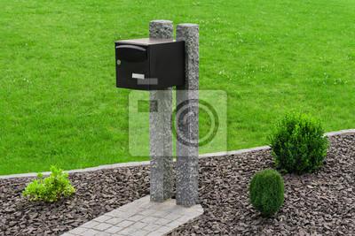 Briefkasten Auf Palisaden Aus Granit Im Steingarten Briefkasten