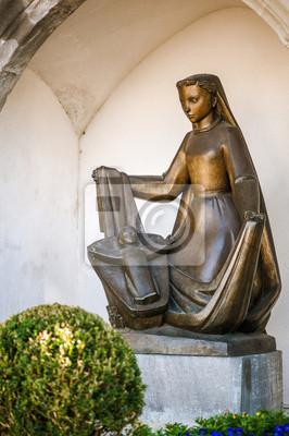 Bronze-Statue einer Frau mit Kind, Vaduz