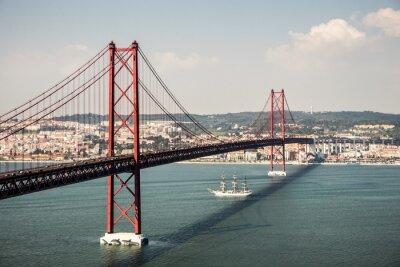 Bild Brücke Ponte 25 de Abril in Lissabon