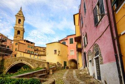 Bild Bunte Häuser in der Altstadt von Dolcedo, Ligurien, Italien