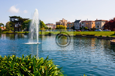 Bild Bunte Häuser neben einem See in San Francisco