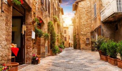 Bild Bunte Straße in Pienza, Toskana, Italien