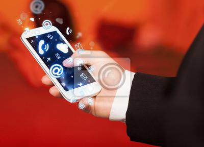 Bild Business-Mann, Smartphone mit Media icons