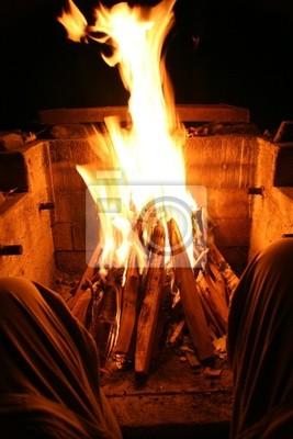 Bild Camper ruht durch Feuerstelle