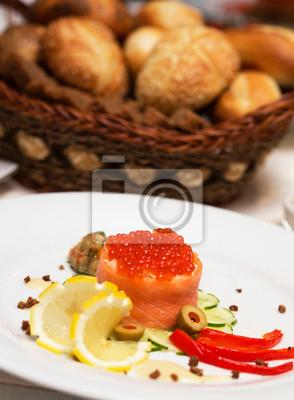 CANape mit rotem Kaviar und Lachs