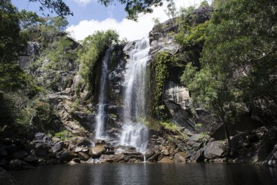 Bild Cascada grande con abundante in den Bergen. Cooktown, Queensland, Australien