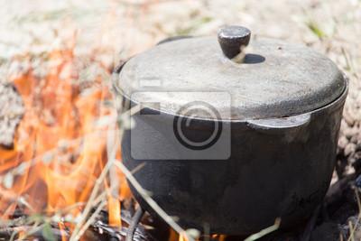 Bild cauldron on the fire on the nature