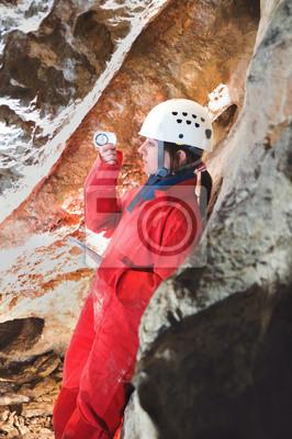 Caver Empfangen Erhebungsdaten während Höhle Mapping