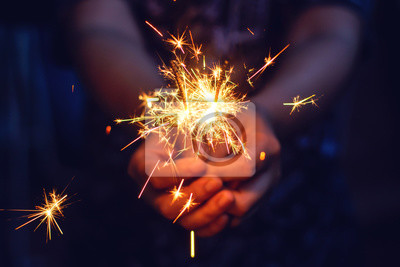 Bild Christmas, New year sparkler in woman hands.