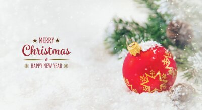 Bild Christmas tree background greeting card with beautiful decor. Selective focus.