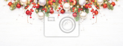 Bild Classic Christmas composition with fir branches and white and red baubles on white wooden background. Noel banner for website.