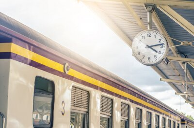 Bild Classic urban analog clock in train station terminal. Concept photo of time, appointment, deadline, meeting, business, travel and schedule..