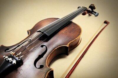 Bild Classic violin on grunge paper texture.