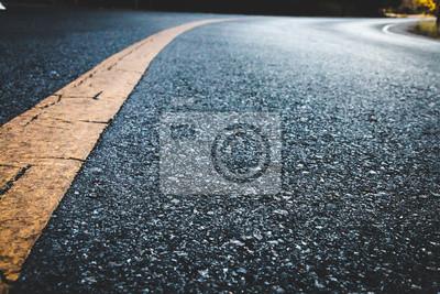 Bild Close up black asphalt road texture background.