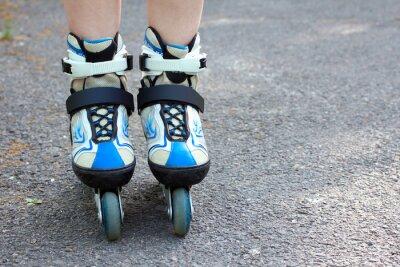 Bild Close-up Blick auf Teenager halten Rollschuh