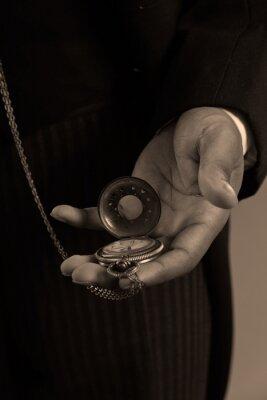 Bild Close-up der Hand der Afroamerikaner Mann mit einem vintage timepiec