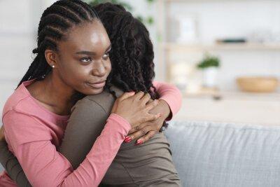 Bild Closeup of dishonest woman hugging her crying girlfriend