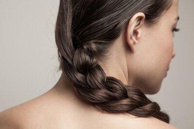 Bild closeup of wet woman hair in braid studio shot rear view focus on hair