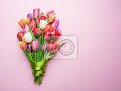 Bild Colorful bouquet of tulips on white background.