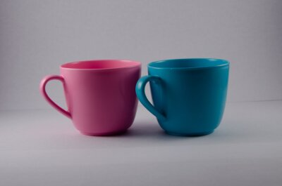 Bild colorful cups isolated on white background