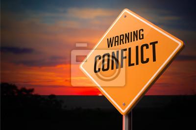 Bild Conflict auf Warnung Verkehrsschild.