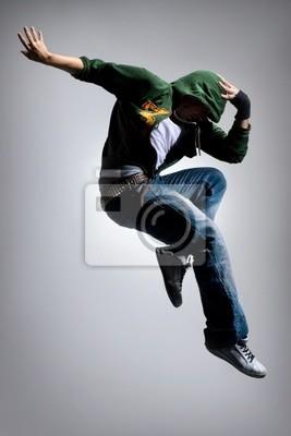 cool suchen Tänzer macht eine schwierige springen