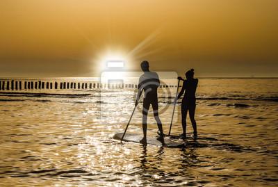 Bild couple en paddle au coucher du soleil
