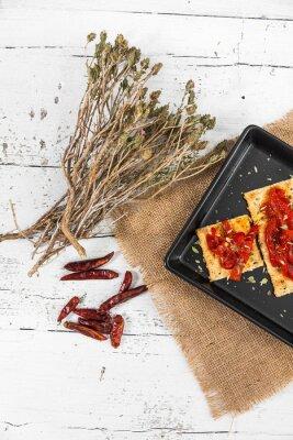 Bild Cracker mit gerösteten Paprikaschoten, Chilipfeffer und Oregano