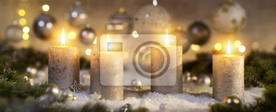 Bild Creative Advent decoration with four burning candles (part of a set)