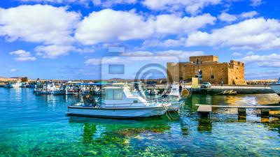 Bild Cyprus landmarks - castle in Paphos town, popular tourist destination