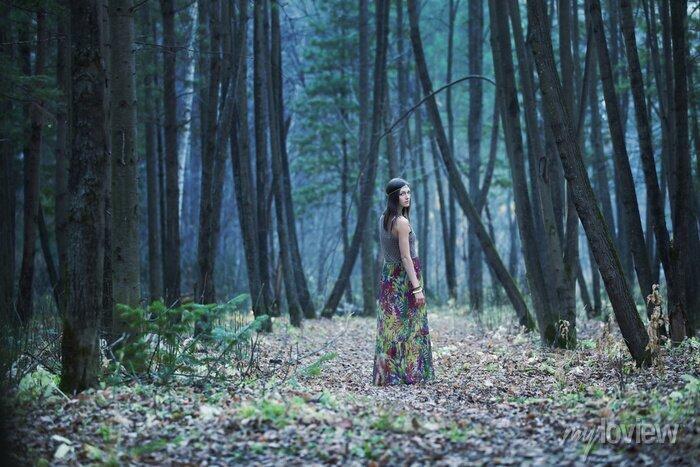 Bild Das Mädchen in einem dunklen Wald