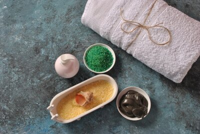 Bild Dead Sea cosmetics. Spa and body care products. Colorful aromatic bath Dead Sea Salt and black Dead Sea Mud. Natural ingredients for homemade body scrub.  Beauty skin care. Spa treatment