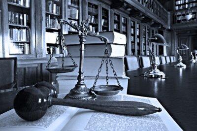 Bild Dekorative Skalen von Gerechtigkeit in der Bibliothek