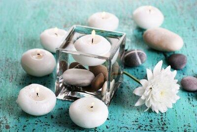 Bild Dekorative Vase mit Kerzen, Wasser und Steine