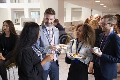 Bild Delegates Networking während der Konferenz Mittagspause