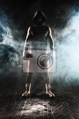 Der junge Mann Kickboxen