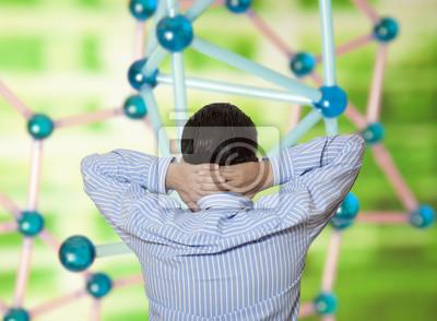 Der Wissenschaftler untersucht molekulare Struktur