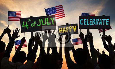 Bild Die Menschen feiern und Halten der Flagge der USA