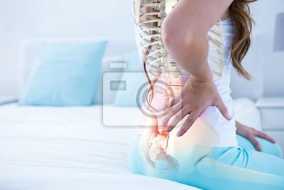 Bild Digital-Zusammensetzung des hervorgehobenen Dorns der Frau mit Rückenschmerzen