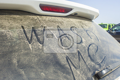 Bild Dirty rear window of the car and inscription Wash me