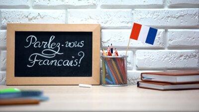 Bild Do you speak French written on board, France flag standing in box, language